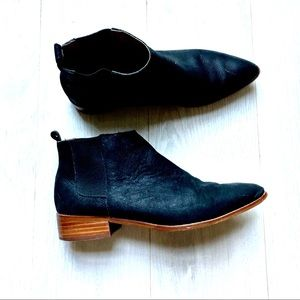 Gap Pointed Chelsea Boots - Black Matte leather